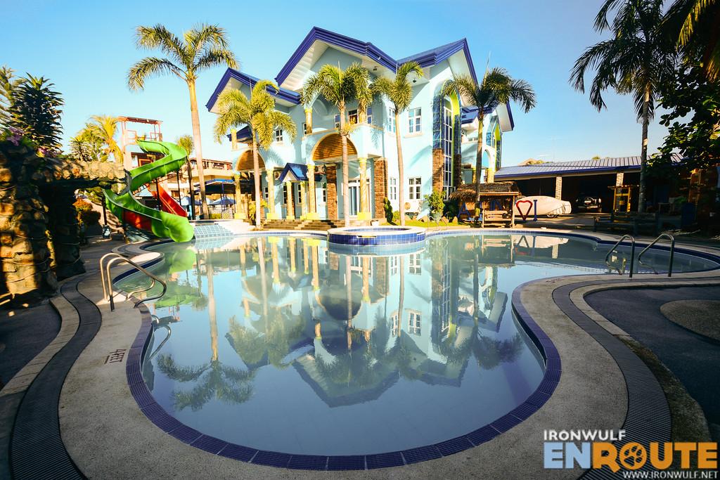 The pool and the mansion at Villa Jhoana Resort in Angono